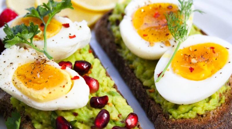 Huevos con aguacate